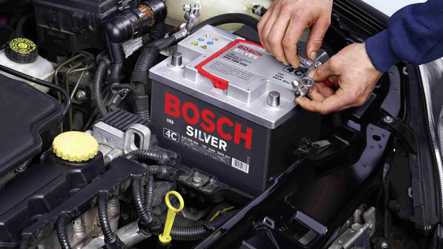 PROFESSIONAL CAR MECHANIC: WHY YOU SHOULD HIRE ONE